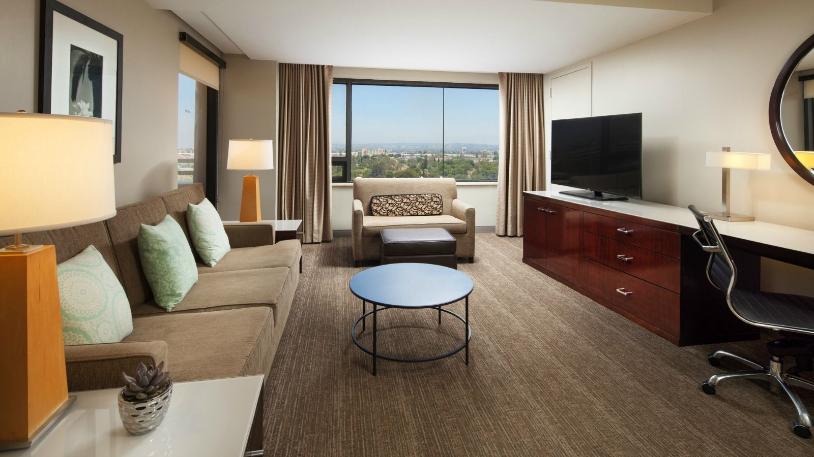 Deluxe Corner Suite | The Westin Los Angeles Airport
