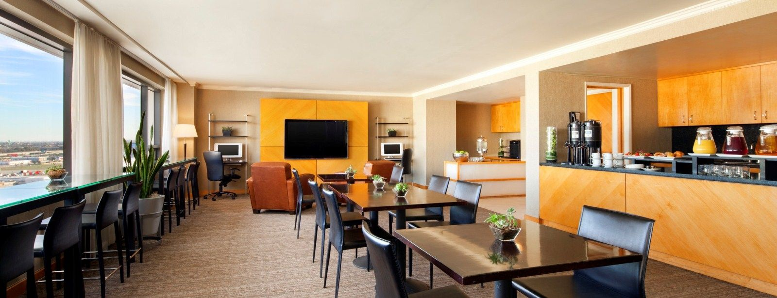 Executive Club Room | The Westin Los Angeles Airport